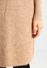 ONLY - ONLJANA COWLNECK DRESS  - Abito in maglia - indian tan - 4
