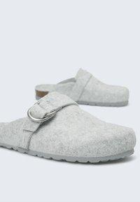 OYSHO - Slippers - grey - 2
