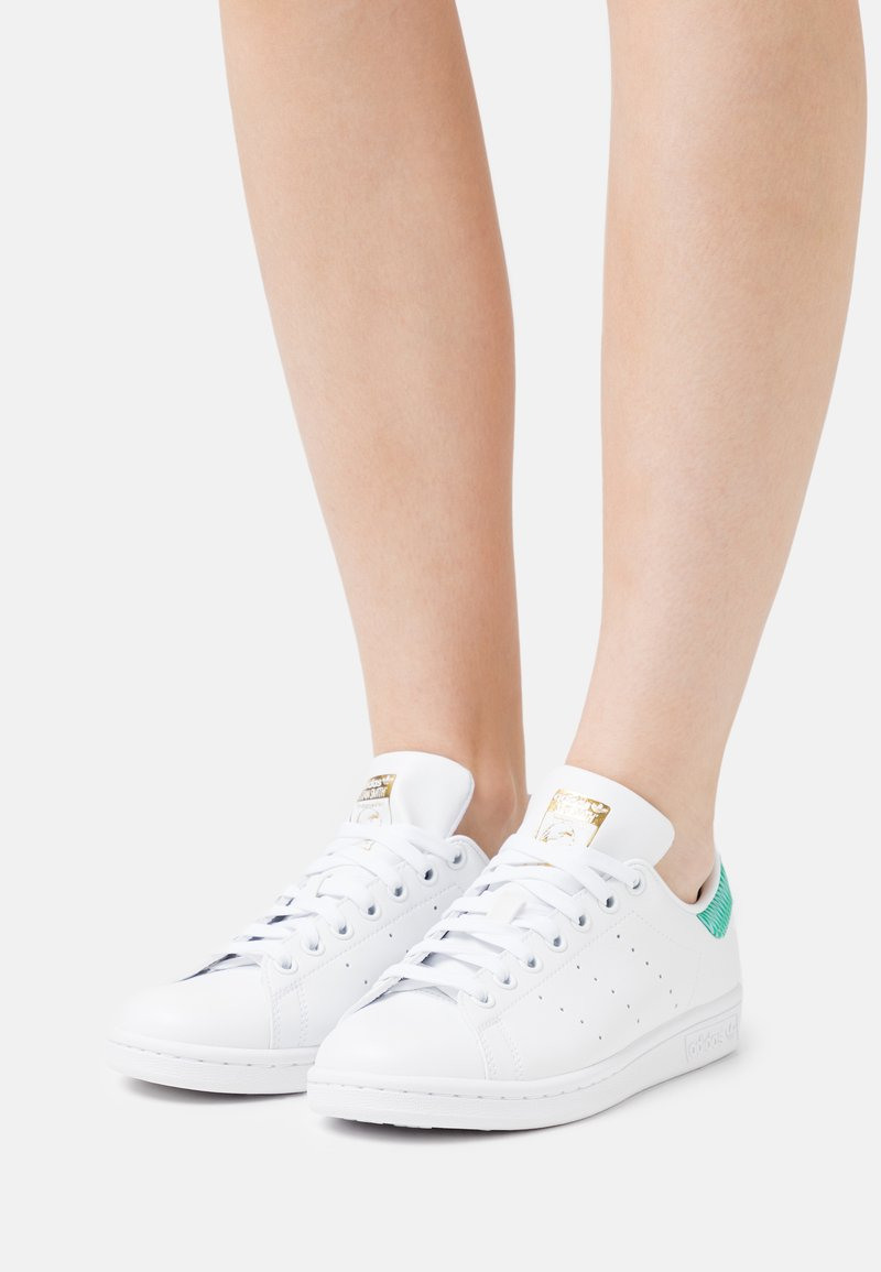adidas Originals - STAN SMITH - Trainers - footwear white/green/gold