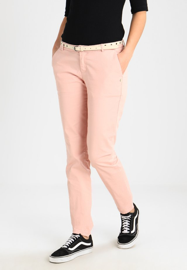 WITH A BELT - Pantalones - blush
