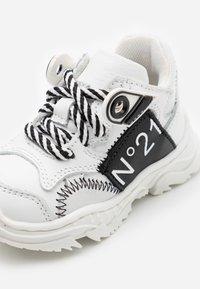 N°21 - Sneakers - white/black - 5