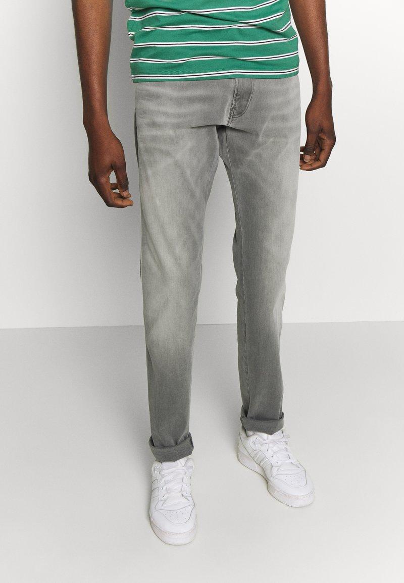 Replay - ANBASS HYPERFLEX - Slim fit jeans - medium grey