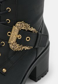 Versace Jeans Couture - Lace-up boots - nero - 6