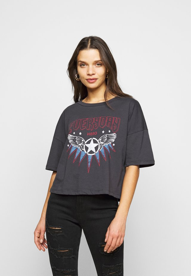 NMAMY - T-shirt con stampa - obsidian