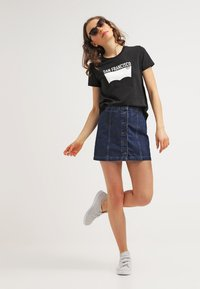 Levi's® - THE PERFECT TEE - T-shirt con stampa - black - 1