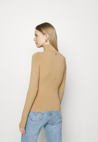 Guess - NIHAN  - Jumper - toasted taupe - 2