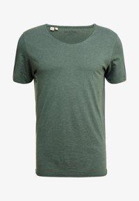 SLHNEWMERCE O-NECK TEE - Basic T-shirt - cilantro/melange