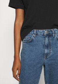 Gina Tricot - DAGNY MOM  - Relaxed fit jeans - mid blue - 4