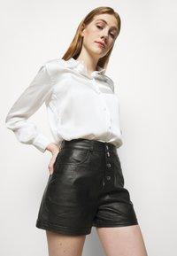 maje - IRINE - Shorts - noir - 3