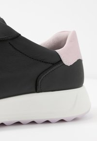 ECCO - ECCO FLEXURE RUNNER II - Sneaker low - black/blossom rose - 2