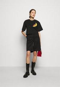 3.1 Phillip Lim - BANANA  - Print T-shirt - black - 1