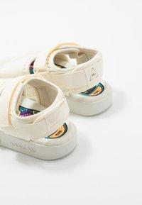 adidas Originals - PW ADILETTE  2.0  - Sandalen - chalk white - 5