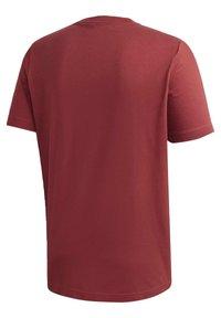 adidas Performance - MUST HAVES BADGE OF SPORT T-SHIRT - Camiseta estampada - red - 9