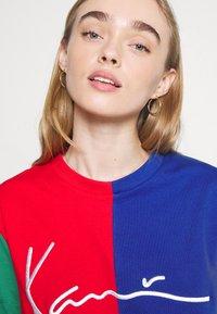 Karl Kani - SIGNATURE BLOCK TEE - Print T-shirt - multicolor - 3