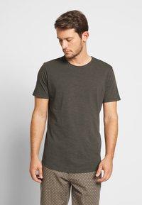 Jack & Jones PREMIUM - JJEASHER TEE O-NECK NOOS - T-shirt - bas - black/reg - 0