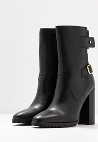 Tommy Hilfiger - MODERN BLANKET HIGH BOOTIE - High heeled ankle boots - black - 4