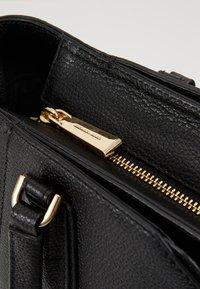 MICHAEL Michael Kors - MAE TOTE MERCER PEBBLE - Handbag - black - 5