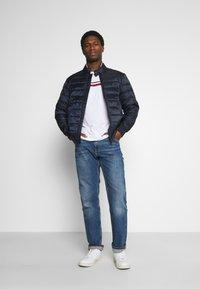 Tommy Hilfiger - CORE MERCER REGULAR  - Straight leg jeans - boston indigo - 1