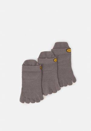 NO SHOW 3 PACK UNISEX - Sports socks - grey