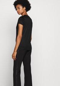 HUGO - DENNA - Camiseta estampada - black/silver - 5