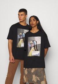 RETHINK Status - UNISEX - T-shirt med print - black - 0