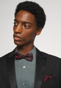 Only & Sons - ONSTAYSON PATTERN BOWTIE SET - Pocket square - black/red - 0