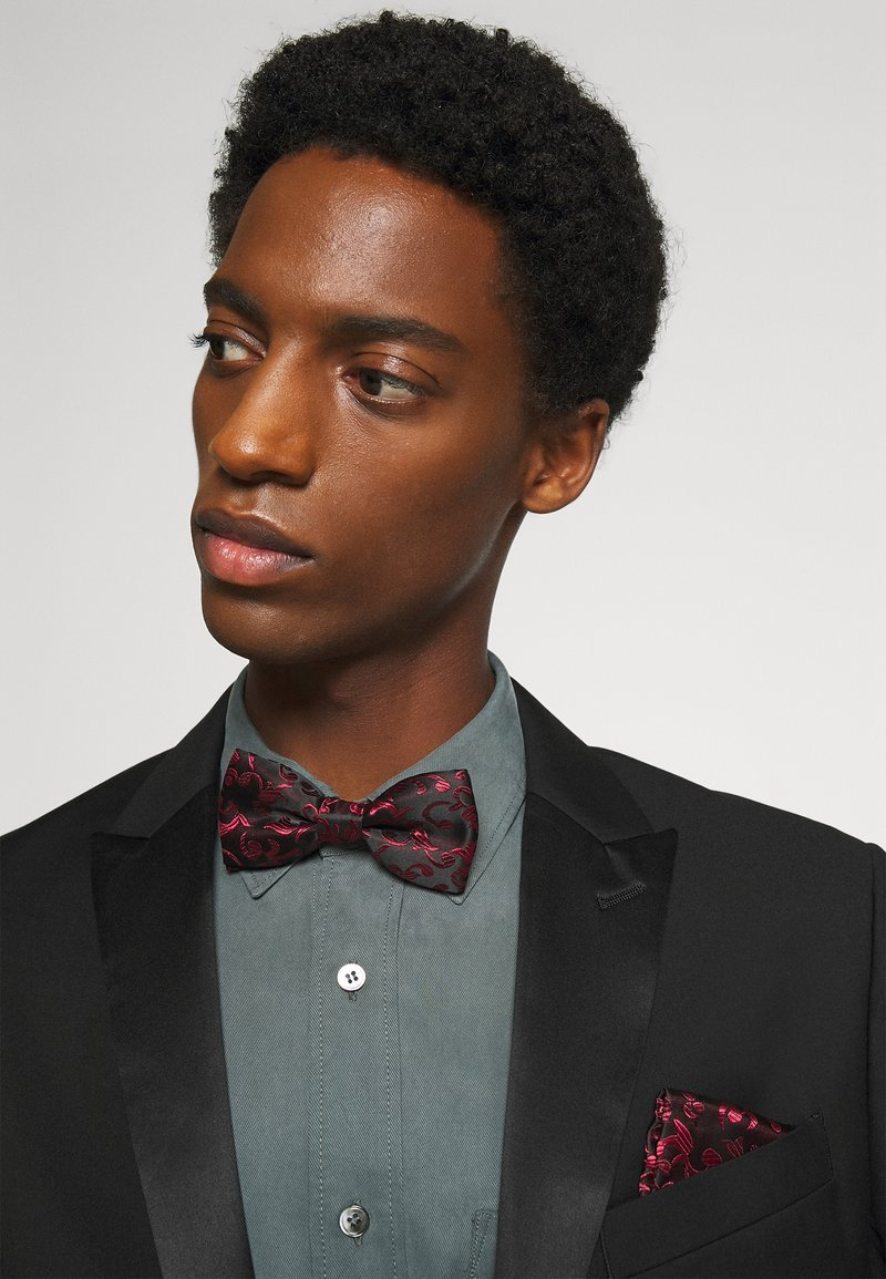 Only & Sons - ONSTAYSON PATTERN BOWTIE SET - Pocket square - black/red