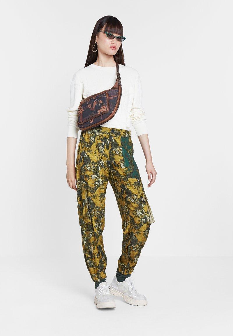 Desigual - Pantaloni - yellow
