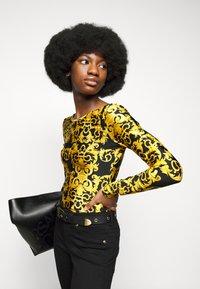 Versace Jeans Couture - LADY BUSTIER - Top sdlouhým rukávem - black - 4