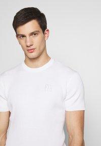 FAKTOR - PAUL TEE - Basic T-shirt - white - 3