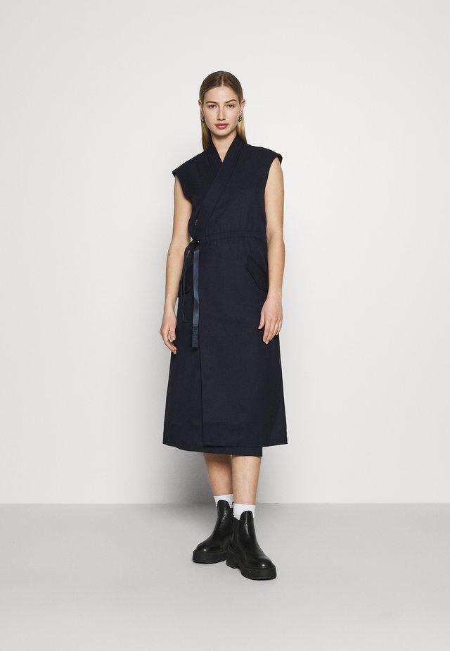 WRAP BELTED DRESS - Korte jurk - naval blue