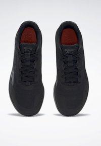 Reebok - REEBOK RUNNER 4.0 SHOES - Neutral running shoes - black - 7