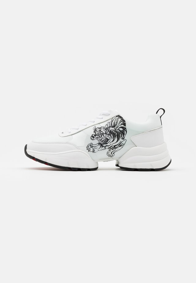CAGED RUNNER TIGER - Matalavartiset tennarit - white/black