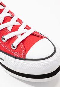 Converse - CHUCK TAYLOR ALL STAR LAYER BOTTOM - Høye joggesko - university red/white/black - 2