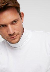 TOM TAILOR DENIM - LONGSLEEVE TURTLENECK  - Long sleeved top - white - 3