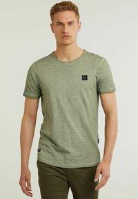 CHASIN' - Basic T-shirt - green - 0