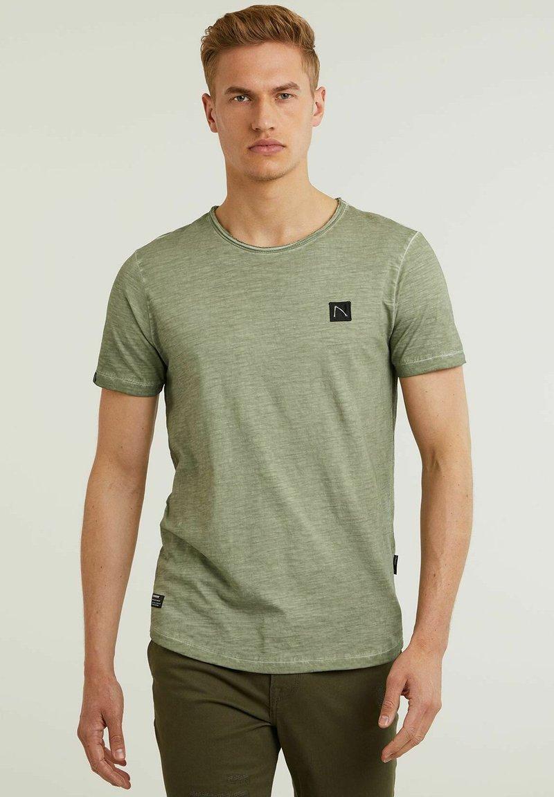 CHASIN' - Basic T-shirt - green