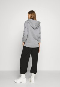 Tommy Hilfiger - REGULAR FLAG HOODIE  - Sweat à capuche - light grey heather - 2