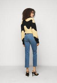 J Brand - ADELE  - Straight leg jeans - earthen - 2