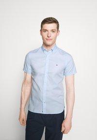 Tommy Hilfiger - SLIM TRAVEL OXFORD - Shirt - calm blue - 0