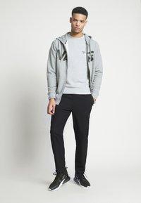 Vans - MN VANS CLASSIC ZIP HOODIE II - Zip-up hoodie - cement heather/black - 1