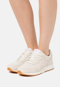 ASICS SportStyle - LYTE CLASSIC - Trainers - birch/ginger peach - 0