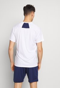 Umbro - TRAINING GRAPHIC TEE - Print T-shirt - brilliant white - 2