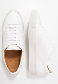 Hackett London - PERFORATED CUPSOLE - Sneakers laag - white - 1