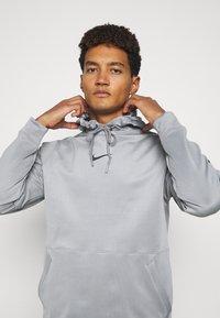 Nike Performance - Felpa con cappuccio - particle grey/black - 3