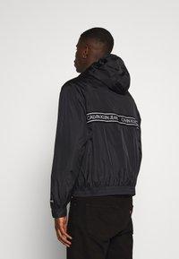 Calvin Klein Jeans - LOGO TAPE JACKET - Veste légère - black - 2