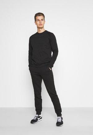 SET - Dres - black