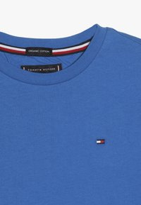 Tommy Hilfiger - ESSENTIAL ORIGINAL TEE - T-shirt print - blue - 3