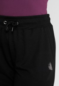 Active by Zizzi - Tracksuit bottoms - black - 4
