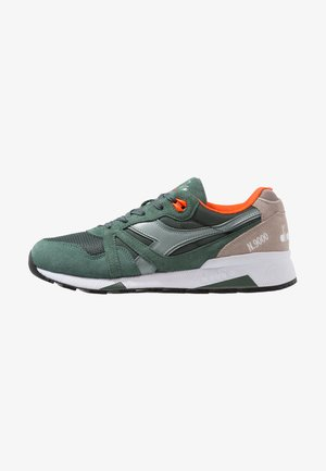 Trainers - dark forest/chinois green